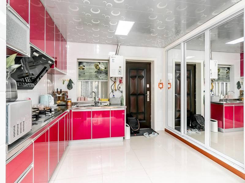 恒业公寓精装两房售,临近8号线西藏北路站旁,总价实惠拎包入住 厨