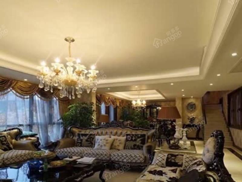 上叠别墅 房东精心设计户型方正得房率高小区中间位置新出笋盘