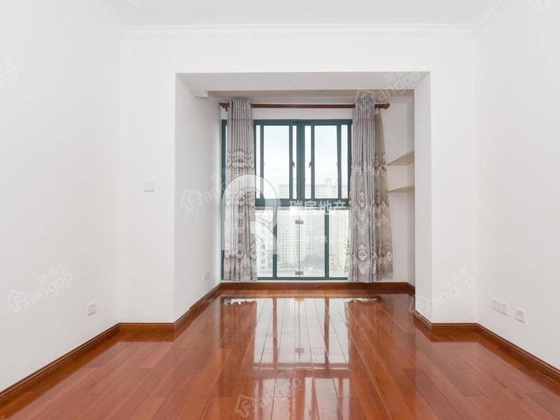 次新房,满五年税费少,精装修,南北通风,诚意出售,房型正气