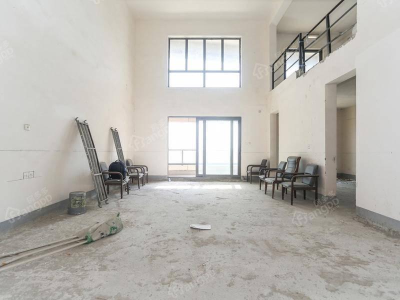 2012年品质豪宅、顶楼复式6房,毛坯,带3个车位,送露台