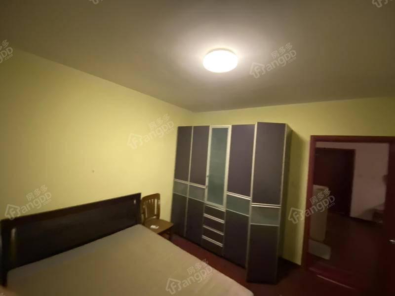 三林新村 1室 1厅 1卫 南 271.00万