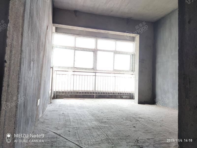 上饶中学旁斯达星城纯毛坯3房2厅2卫电梯房中层,只要93万