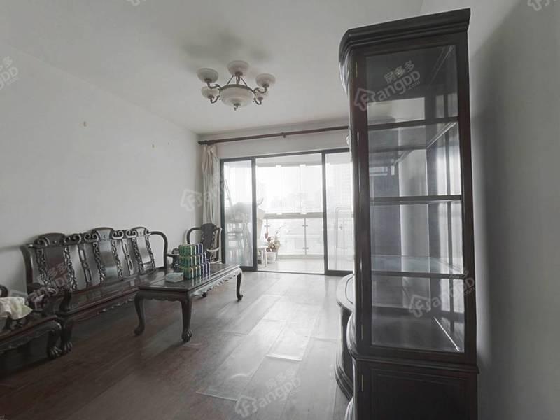 东湖名苑 3室 2厅 2卫 南北 1200.00万