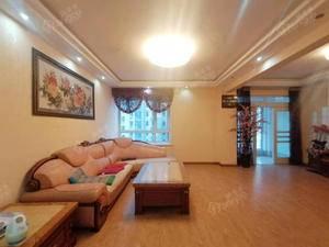 宝龙国际社区 客厅超大开间   非常舒服送双阳台楼层视野绝佳