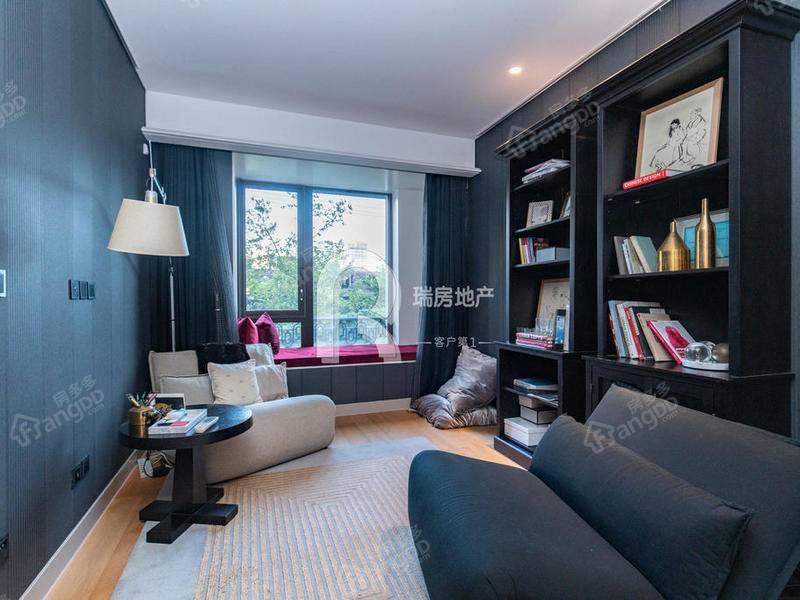 小区中间位置 房型正格局好 繁华地段 高端小区带地暖