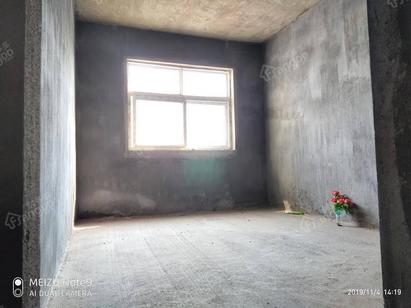 上饶中学旁斯达星城纯毛坯3房2厅2卫电梯房中层,只要93万 户型图